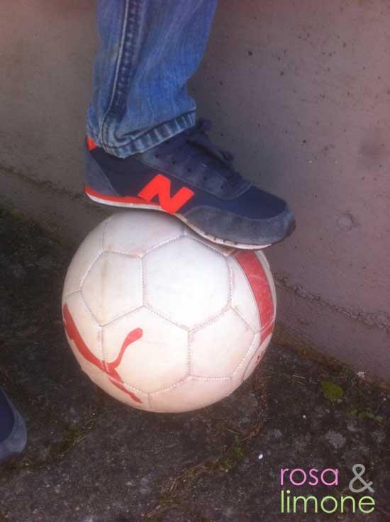 Fussball-mit-New-Balance