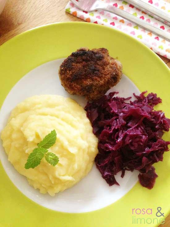 Fleischküchle--mit-Püree-und-Blaukraut