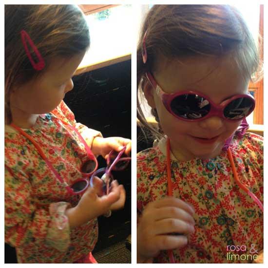 Lina-beim-Brillen-anprobieren-2-rosa&limone