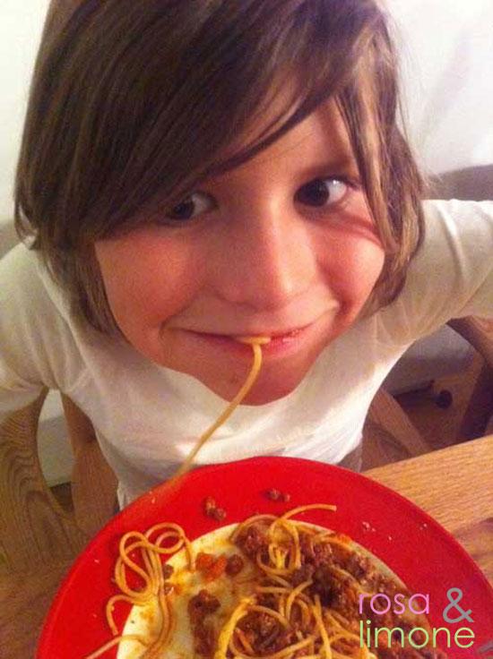 Luca-mit-Spaghetti-Bolognese