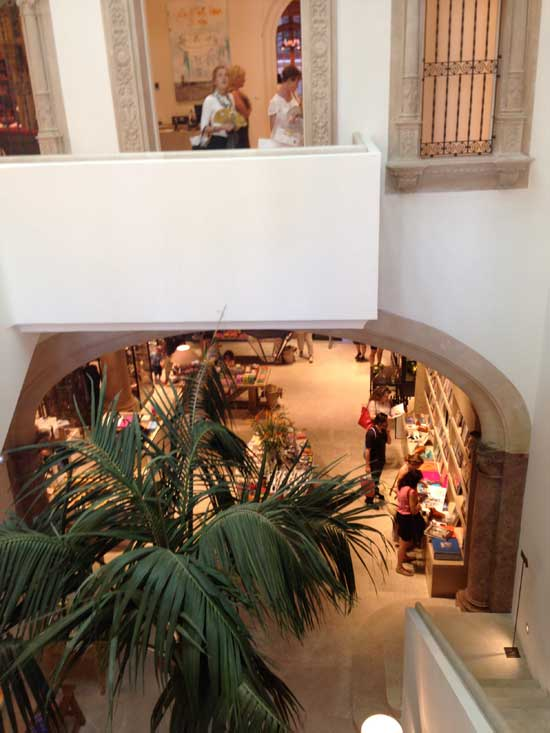 Blick-nach-unten-Mallorca-rosaundlimone