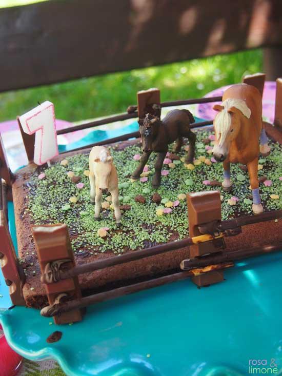 Pferdekoppelgeburtstagskuchen-rosaundlimone
