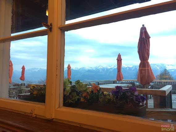 Blick-aus-Restaurant-Allgaeuer-Berghof