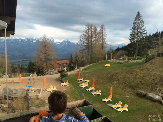 Blick-aus-Zimmer-Allgaeuer-Berghof