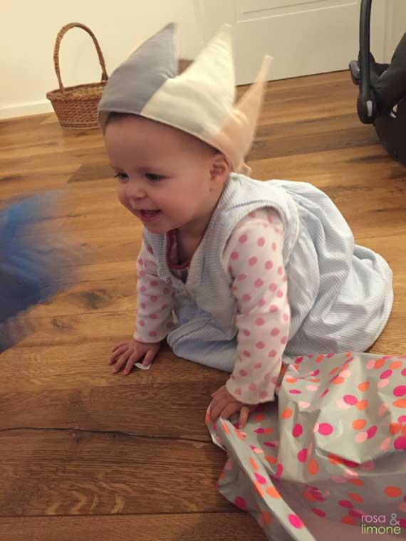 Carlottas-Geburtsstagsparty-lachendes-Geburtstagskind