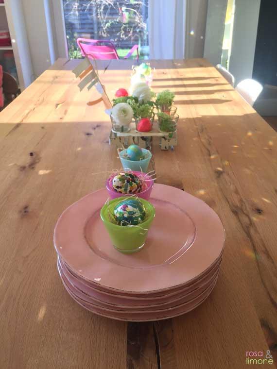 Osterdeko-Tisch