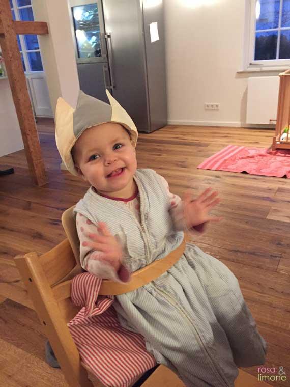 Carlottas-Geburtsstagsparty-klatschendes-Geburtstagskind
