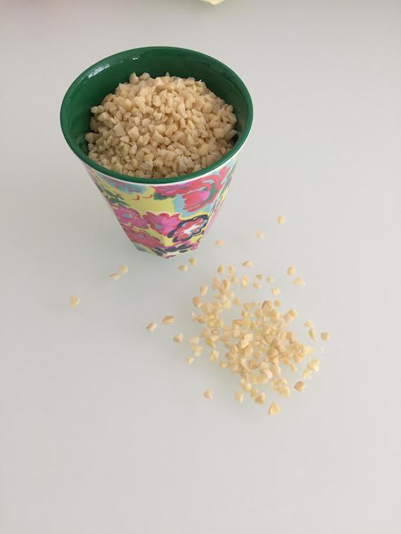 Granola mit Joghurt und Himbeersoße 2