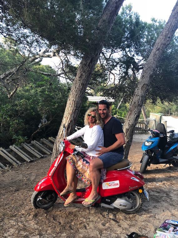 Ibiza mit der Vespa entdecken