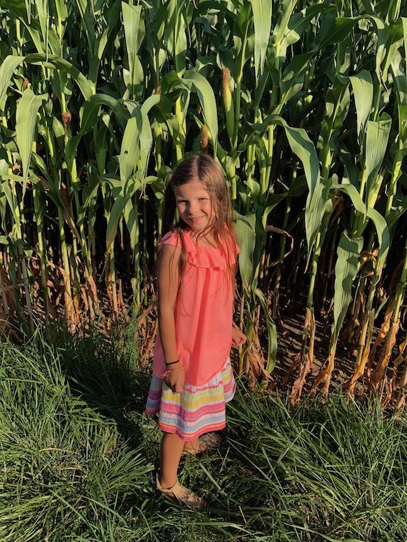 Lina im Maisfeld Kindermode