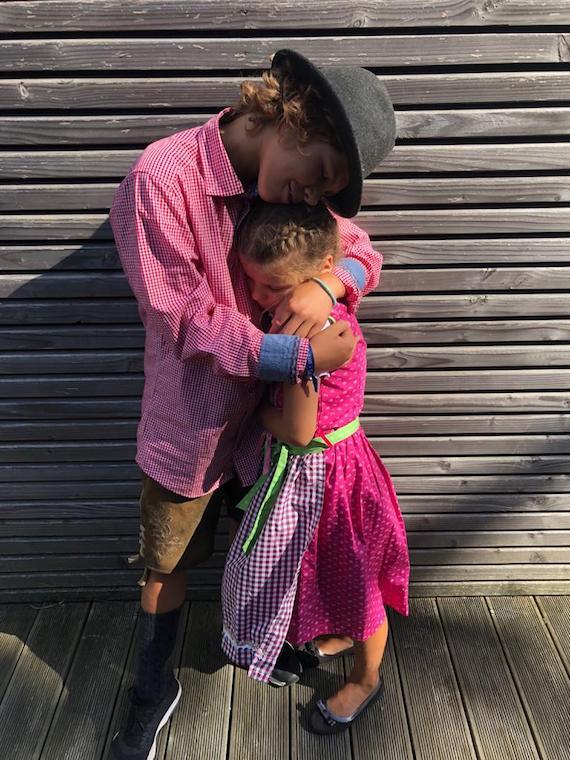 Lina mit Finn Trachenmode Kinder 2