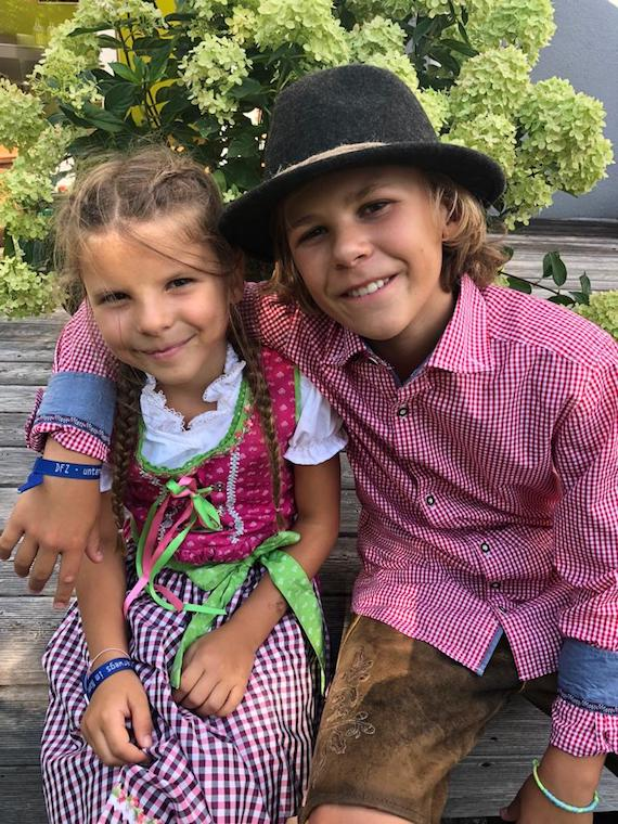 Lina mit Finn Trachenmode Kinder 3