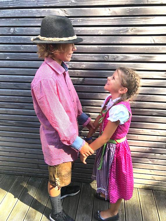 Lina mit Finn Trachenmode Kinder