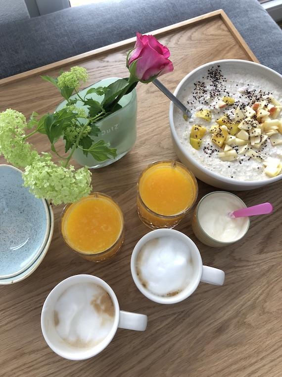 gesundes Wintermuesli mit Orangensaft