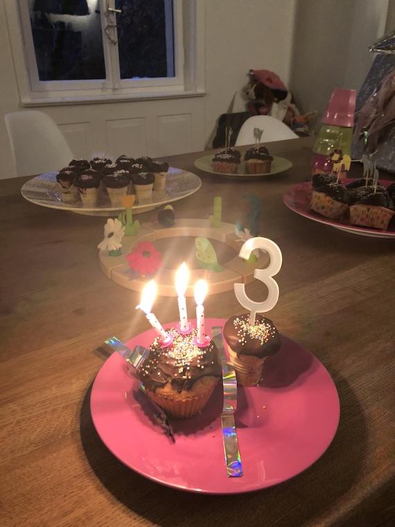 Kindergeburtstag Kerzen ausblasen