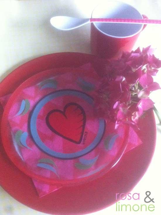Valentinstag gedeckter Tisch