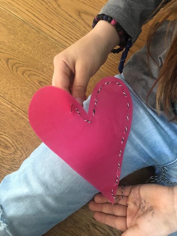 Muttertagsgeschenk ein Muttertagsherz zum selber basteln für Grundschüler