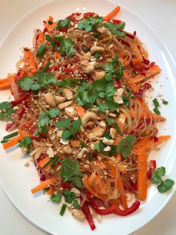 veganer Asia Salat mit Glasnudeln